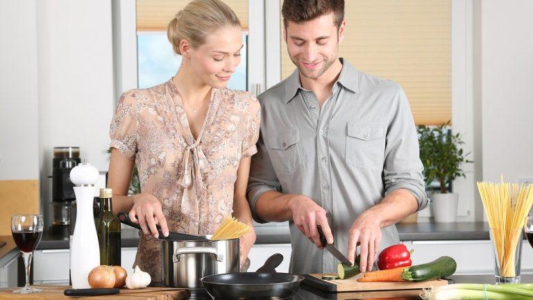 Les bases essentielles pour apprendre à cuisiner soi même