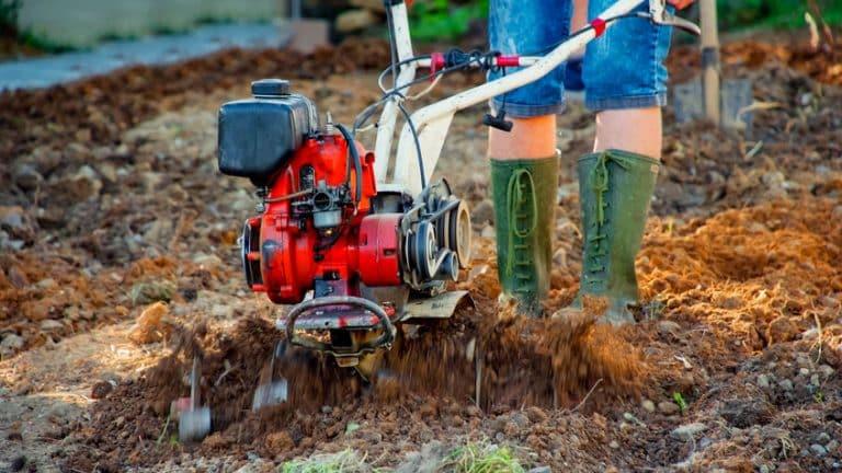 Pourquoi la grelinette est-elle un outil important pour l'aménagement du jardin?