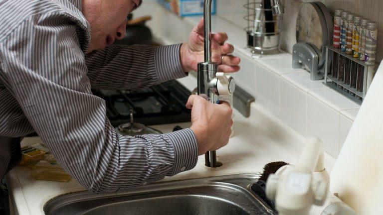 Le dépannage par un plombier à lyon