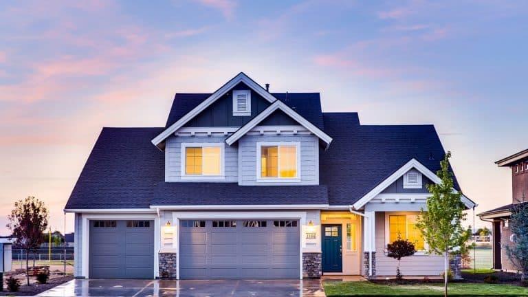 Choisissez une porte de garage de qualité et élégante